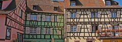 Maisons à colombage alsaciennes multicolores